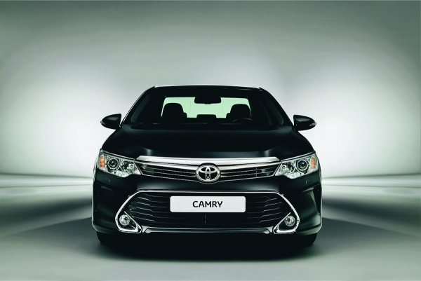 Рассчитана на дураков и переоценена в РФ? Почему Toyota Camry — это современная «Волга»
