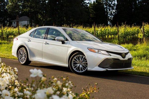 Toyota Camry «на максималках»: Стоит ли Lexus ES своих денег или «Камри» ничем не хуже?