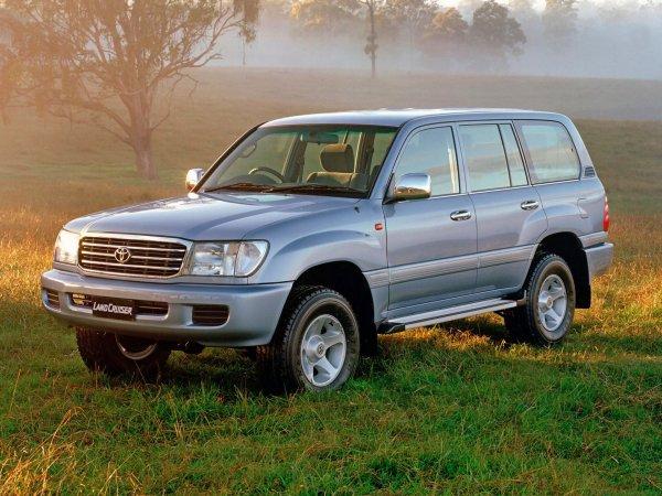 2 тонны японского пафоса: Toyota Land Cruiser 100 – ненужное «старьё» или заслуженный долгожитель?
