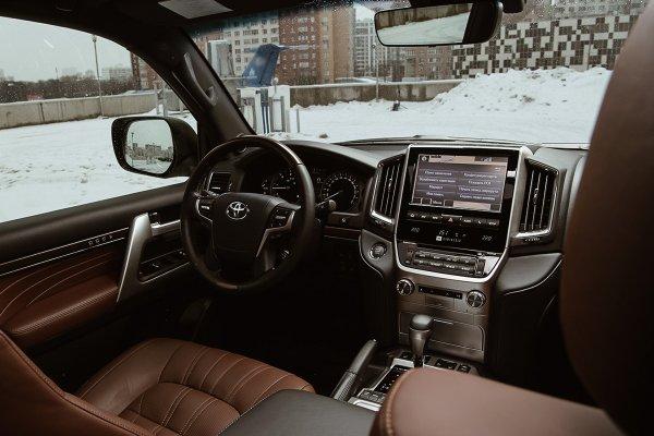 Ликвидности недостаточно: Почему Toyota Land Cruiser 200 сильно переоценён в России