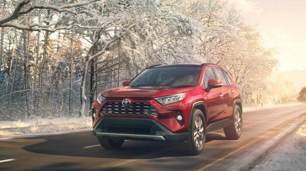 «Предсказуемый, ликвидный и комфортный»: Автовладелец рассказал, чем порадовал новый Toyota RAV4 2019