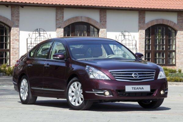 Приятный комфорт против высокой ликвидности: Стоит ли покупать Nissan Teana вместо Toyota Camry