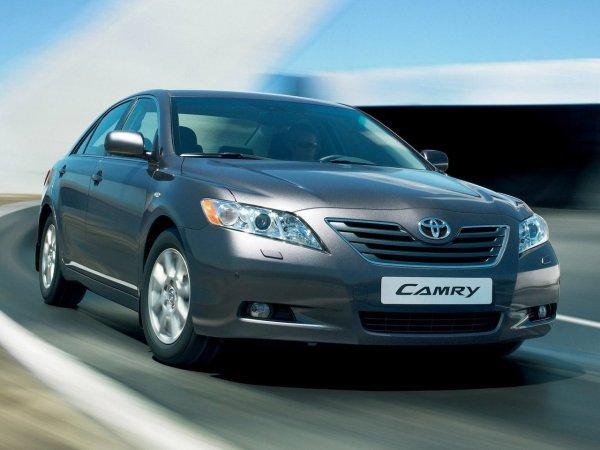 Аможет стоит подкопить на«Сороковой»? Сравнение подержанных Toyota Camry 30 иCamry 40