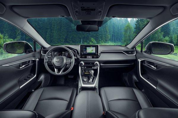 Всегда в моде, при любой погоде: Почему Toyota RAV4 остается бестселлером своего класса
