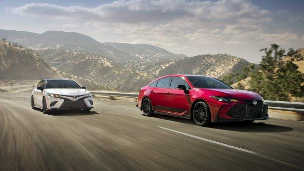 Тест достойных «японцев»: Toyota RAV4 или Camry – что лучше подходит для большой семьи?