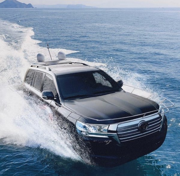 «Хорошо, что АвтоВАЗ так не шутит»: Показана яхта Toyota Land Cruiser 200 – сеть в недоумении