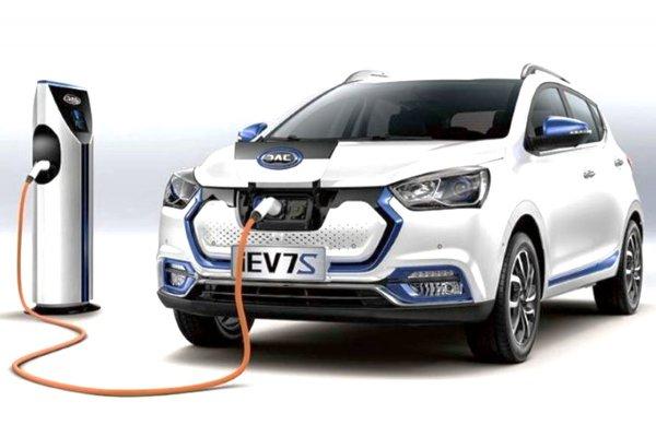 «Никакой перспективы»: Электрохэтчбек JAC iEV7S можно не везти в Россию — автолюбители